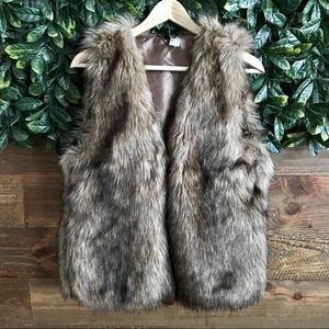 Fur Vest Size 10 (faux fur) - like new!